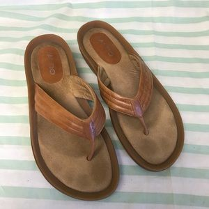 Aldo Tan Brown Flip Flop Sandals with Cushion